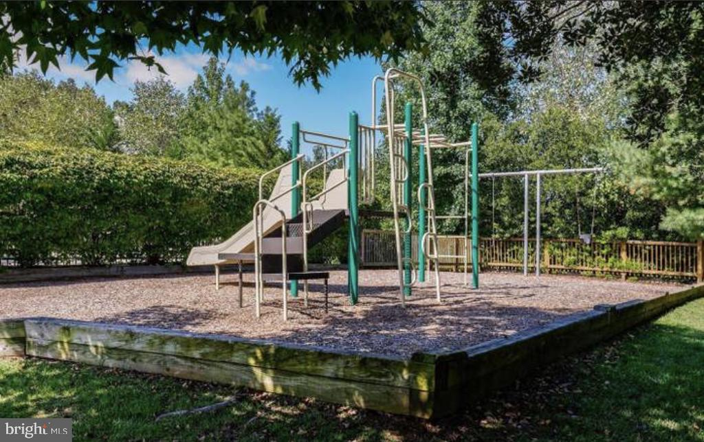 Community Playground - 20436 RIVER BANK ST, STERLING