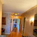 Hallway to bedrooms - 1300 CRYSTAL DR #1306S, ARLINGTON
