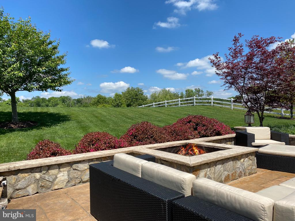 Stone patio and fire pit - 21079 MILL BRANCH DR, LEESBURG