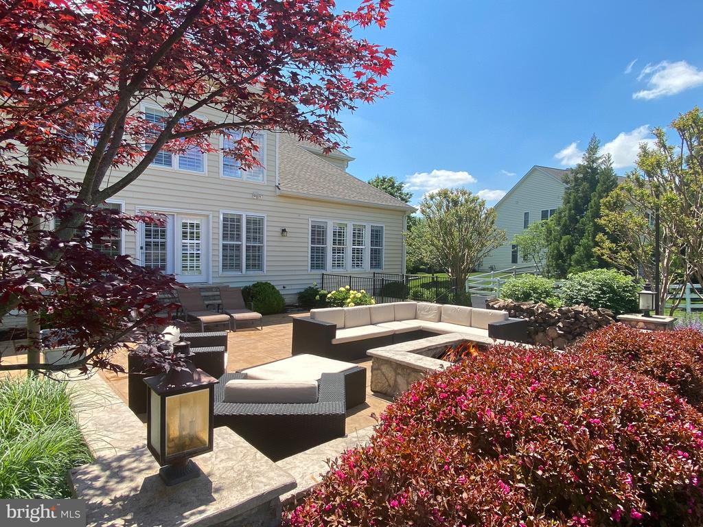 Spacious patio/firepit - 21079 MILL BRANCH DR, LEESBURG