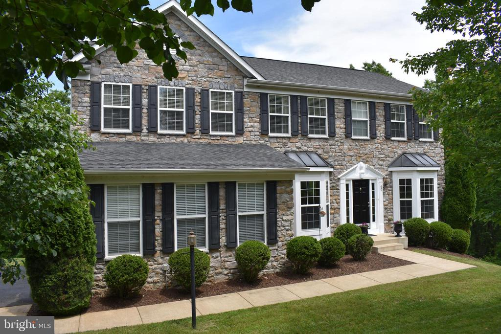 This beauty is waiting on you - 40 BELLA VISTA CT, STAFFORD