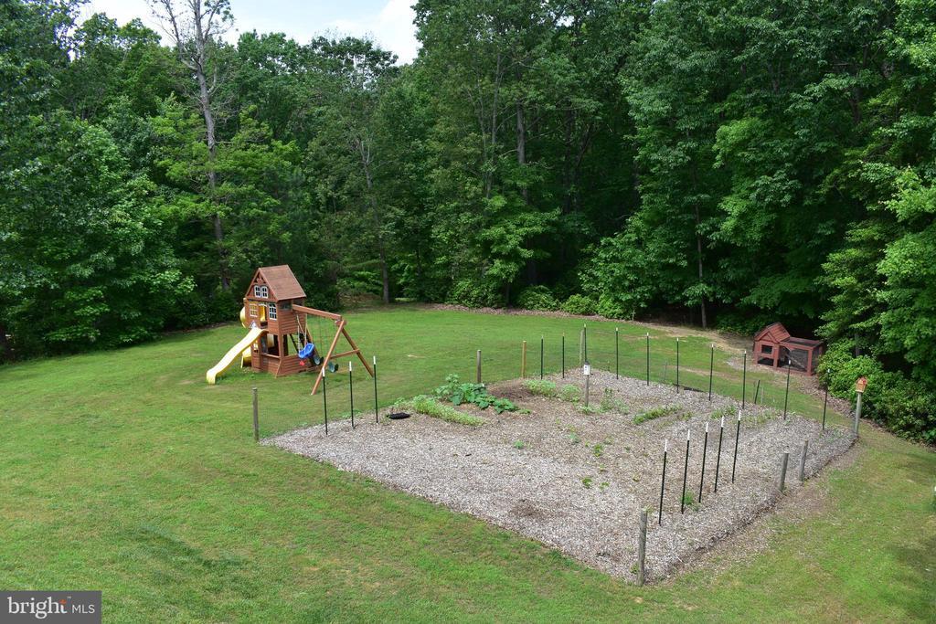 Even a garden plot started - 40 BELLA VISTA CT, STAFFORD