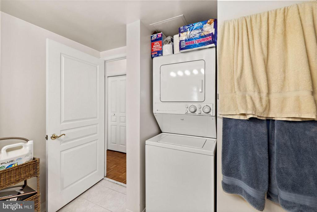 In- Unit Washer and Dryer - 7111 WOODMONT #701, BETHESDA