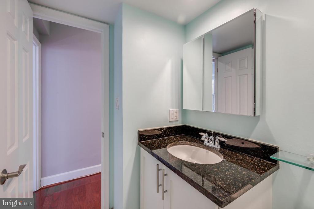 Bathroom - 3611 38TH ST NW #101, WASHINGTON