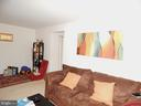 Living view - 3374 WOODBURN RD #24, ANNANDALE