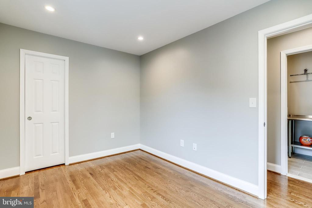 bedroom 2 with jack and jill bath - 108 N PAYNE ST, ALEXANDRIA
