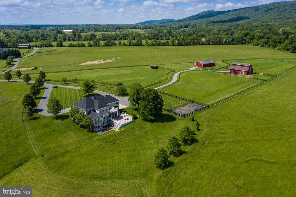 Immaculate fields & pastures - 37986 KITE LN, LOVETTSVILLE