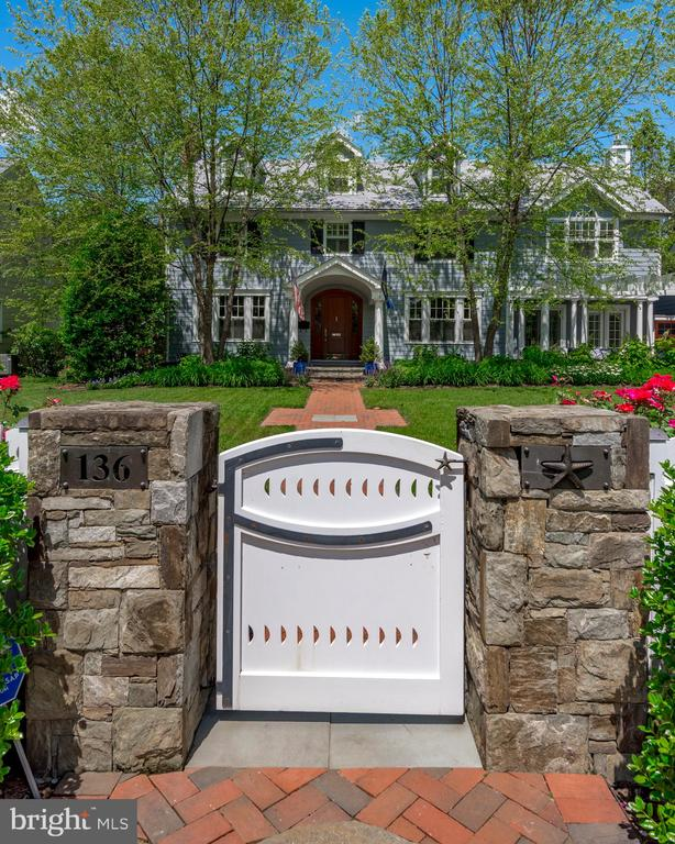 Welcoming entrance and Custom fencing. - 136 LAFAYETTE AVE, ANNAPOLIS