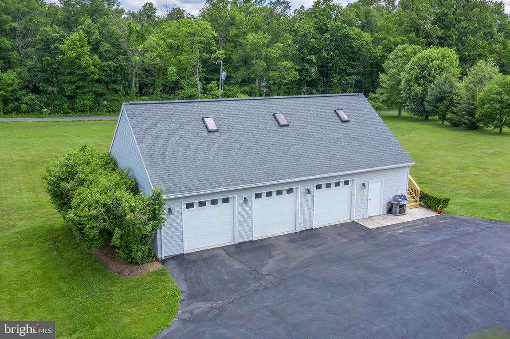 WOW! 50 x 30  with large workshop area! - 13652 MOUNTAIN RD, HILLSBORO