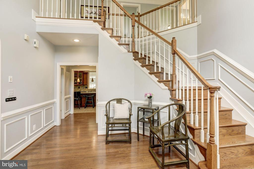 Grand two-story foyer w/double coat closets - 4 BRANNIGAN DR, STAFFORD