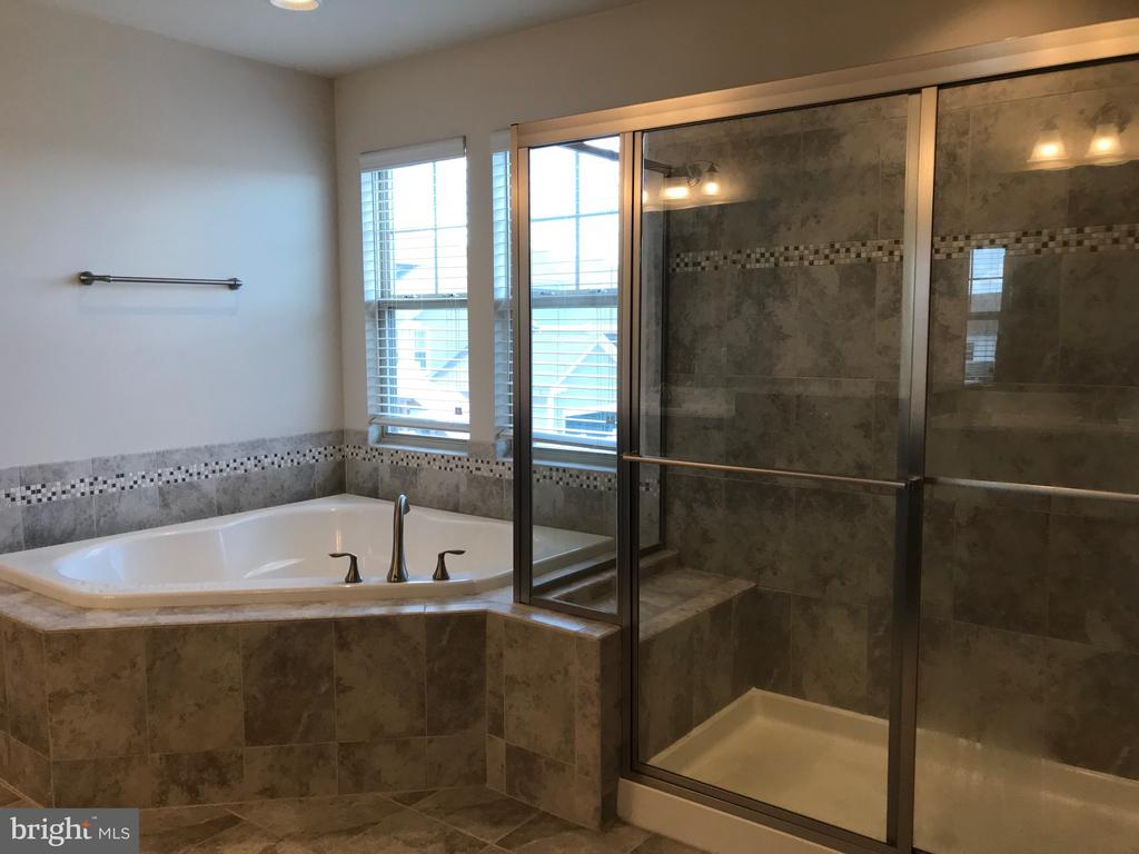 Shower & Corner Tub - 112 FREESIA LN, STAFFORD