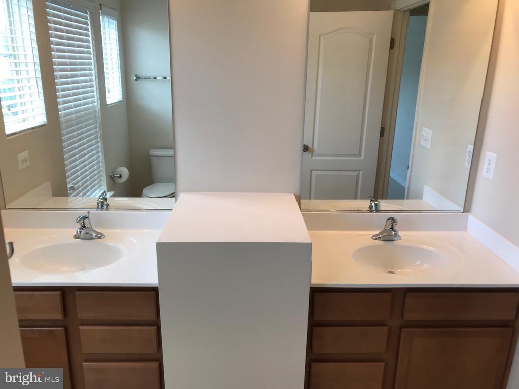 Upper Full Bath - Double Vanities - 112 FREESIA LN, STAFFORD