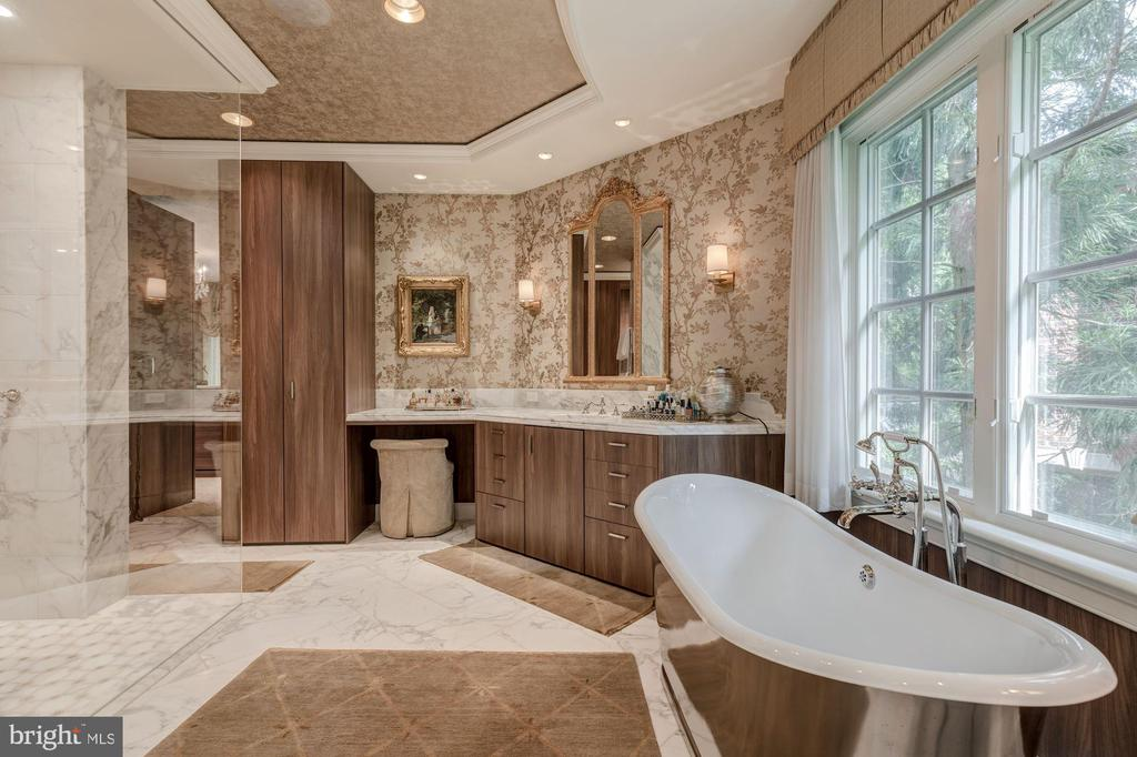 Master Bath - 8417 BROOKEWOOD CT, MCLEAN