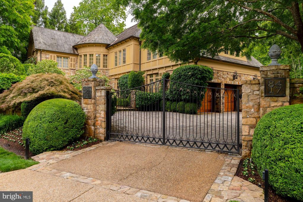 Custom Iron Gated Entrance - 8417 BROOKEWOOD CT, MCLEAN