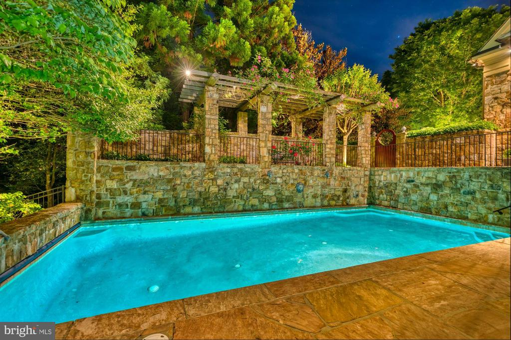 Pool Night View - 8417 BROOKEWOOD CT, MCLEAN