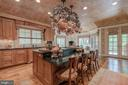Custom Kitchen - 8417 BROOKEWOOD CT, MCLEAN