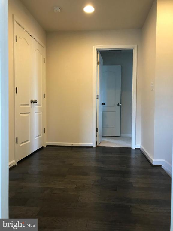 10' x 6' Upper Foyer, Engineered Hardwood - 112 FREESIA LN, STAFFORD