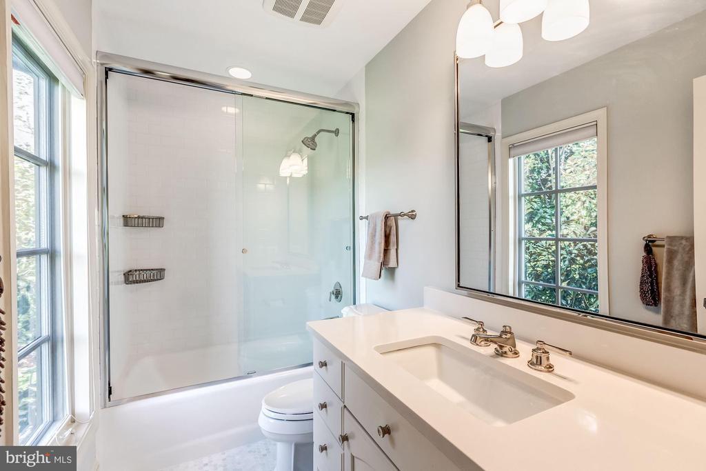 Bedroom #2 Bath - 606 DEERFIELD POND CT, GREAT FALLS