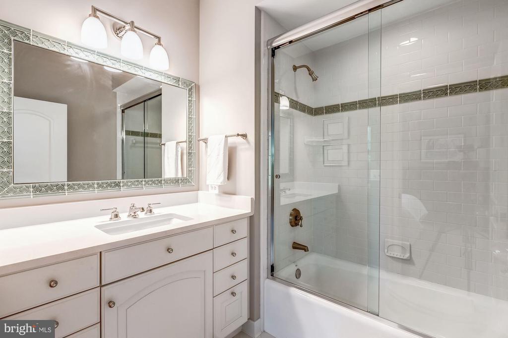 Bedroom #4 Bath - 606 DEERFIELD POND CT, GREAT FALLS