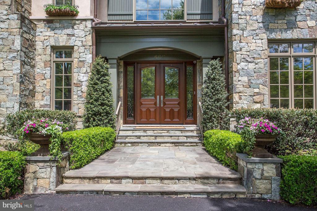 Front Entrance - 606 DEERFIELD POND CT, GREAT FALLS