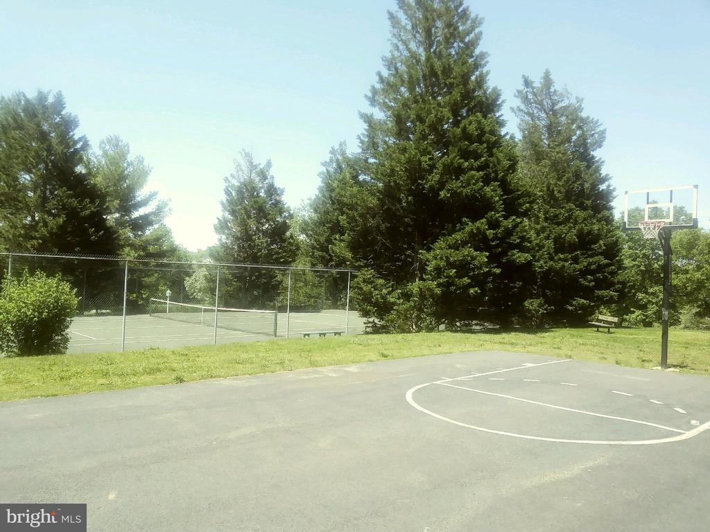 Neighborhood basketball & tennis courts - 11012 BURYWOOD LN, RESTON
