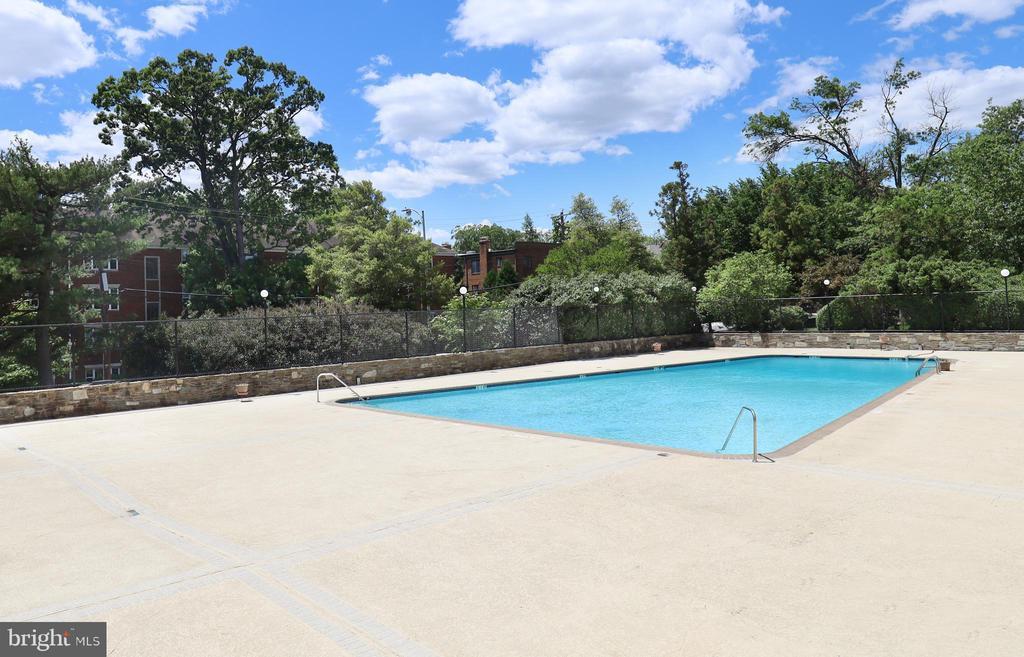 The Prospect House Pool - 1200 N NASH ST #824, ARLINGTON