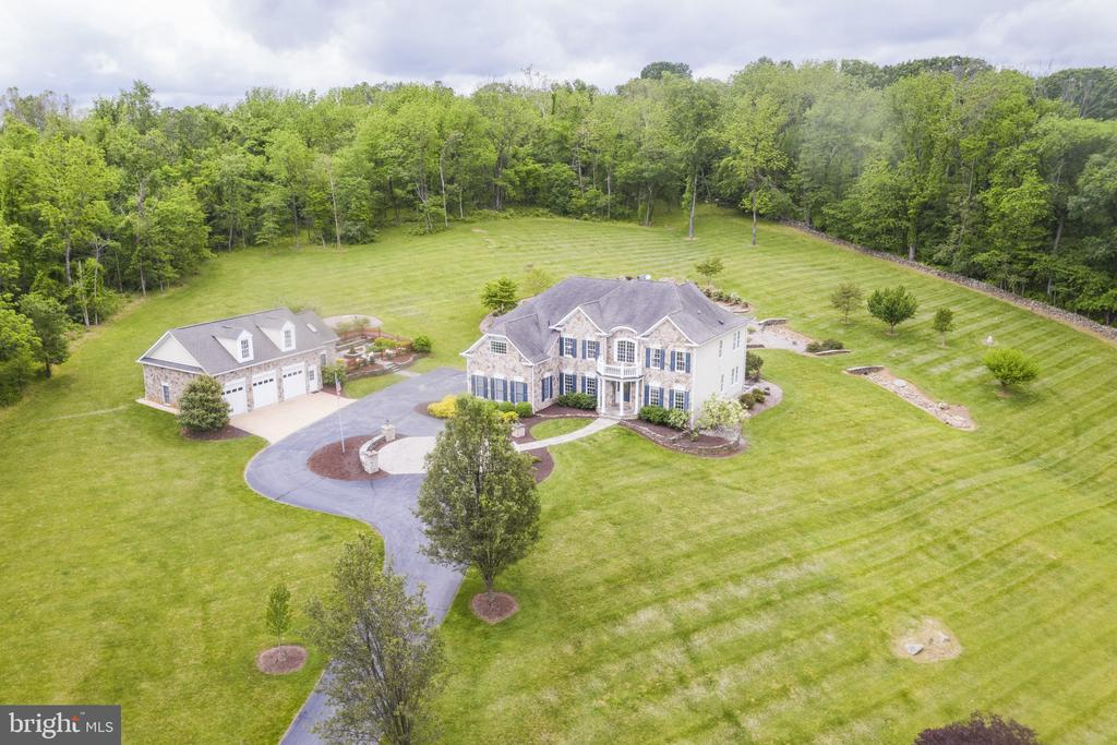 Aerial Front Exterior - 40243 FEATHERBED LN, LOVETTSVILLE