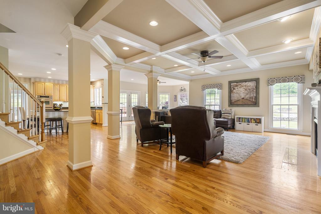 Family Room - 40243 FEATHERBED LN, LOVETTSVILLE
