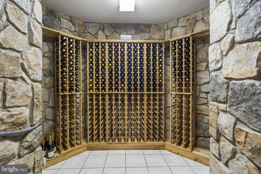 480 Bottle Wine Room - 40243 FEATHERBED LN, LOVETTSVILLE