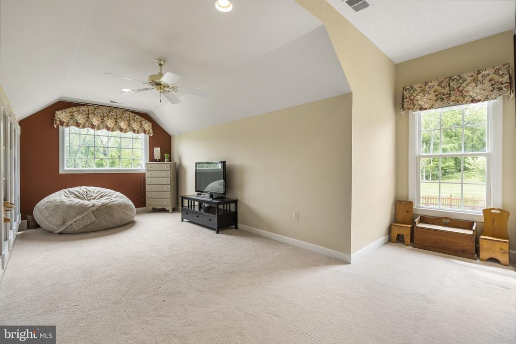 Hobby or Homeschool Room or possible 6th Bedroom - 40243 FEATHERBED LN, LOVETTSVILLE