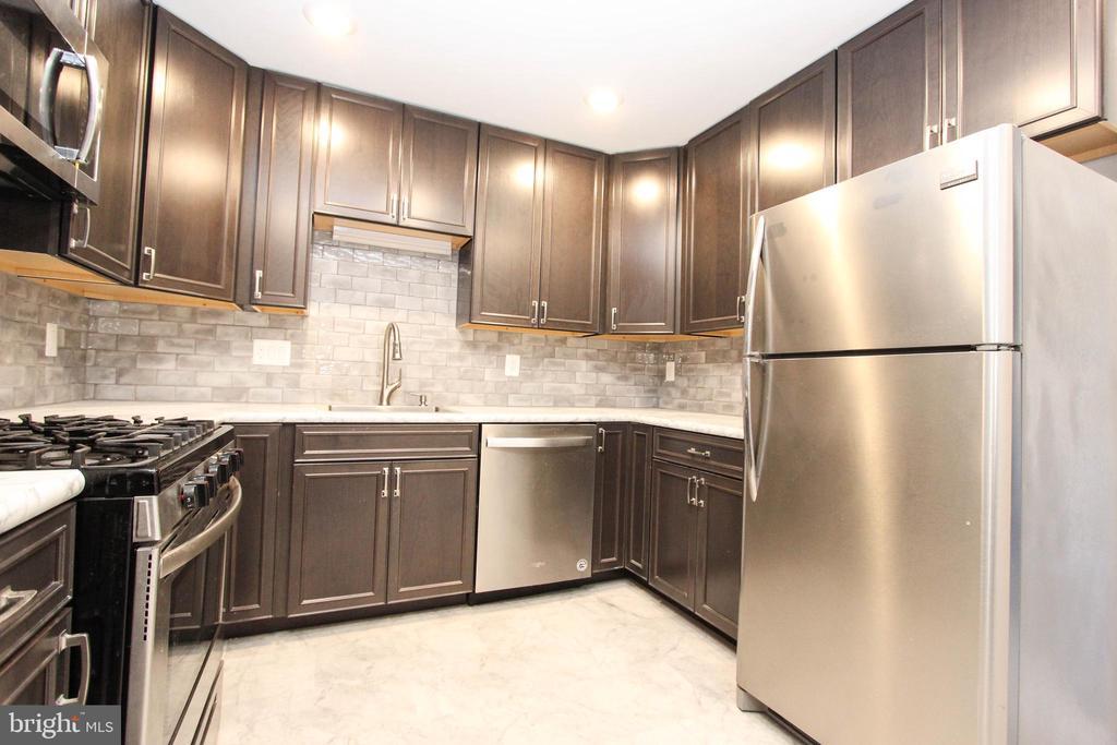 Kitchen - 7505 MENDOTA PL, SPRINGFIELD