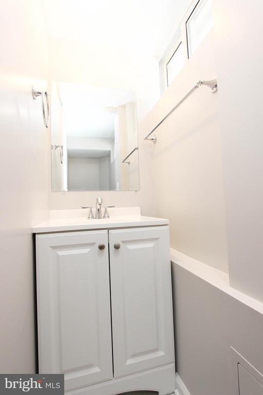 Half bathroom - 7505 MENDOTA PL, SPRINGFIELD