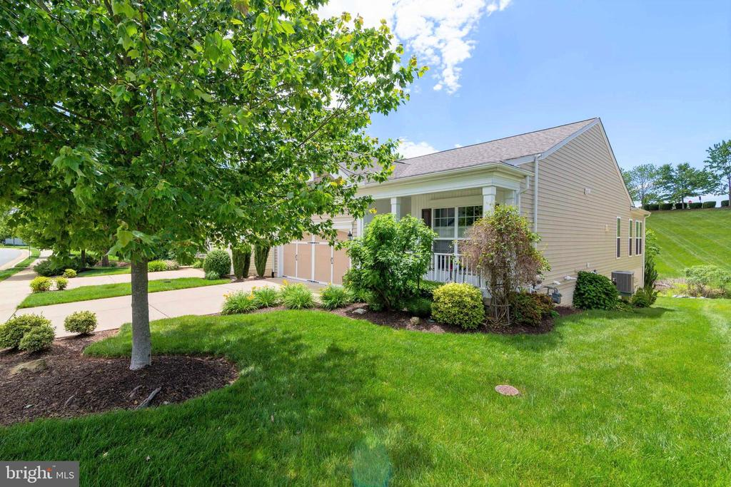 Totally Landscaped All Around - 8 BATTERY POINT DR, FREDERICKSBURG
