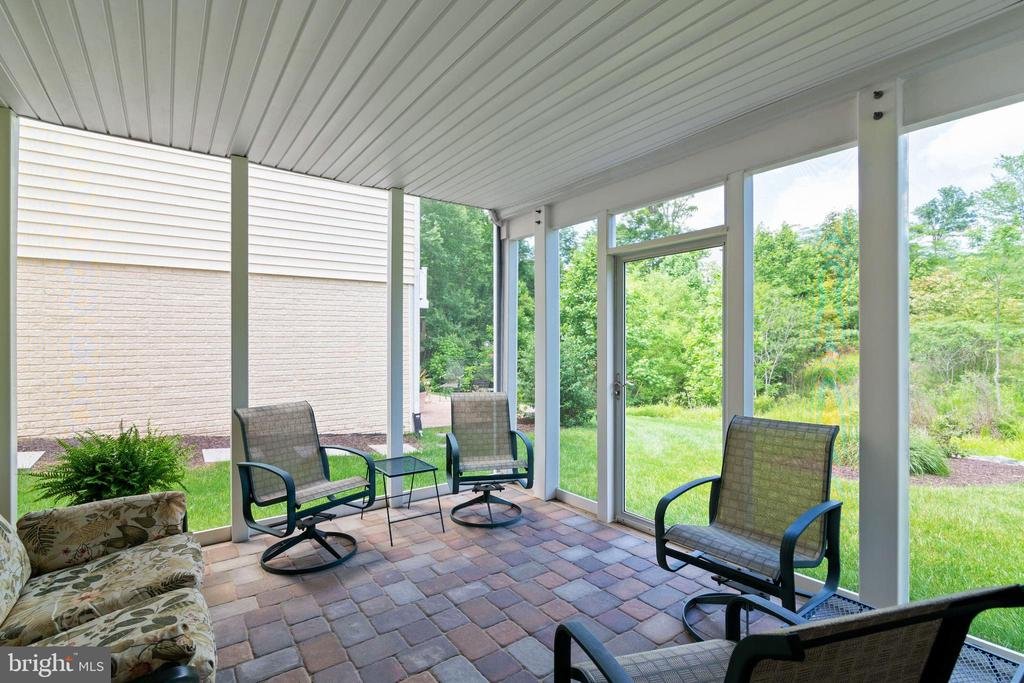 Screened Porch - 8 BATTERY POINT DR, FREDERICKSBURG