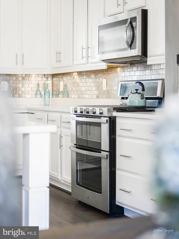 Dual ovens are a chef's delight! - 3239 STONE BARN DR, FREDERICK
