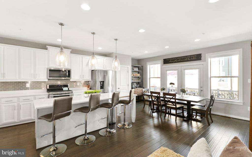 Kitchen offers spacious dining and sitting areas - 3239 STONE BARN DR, FREDERICK