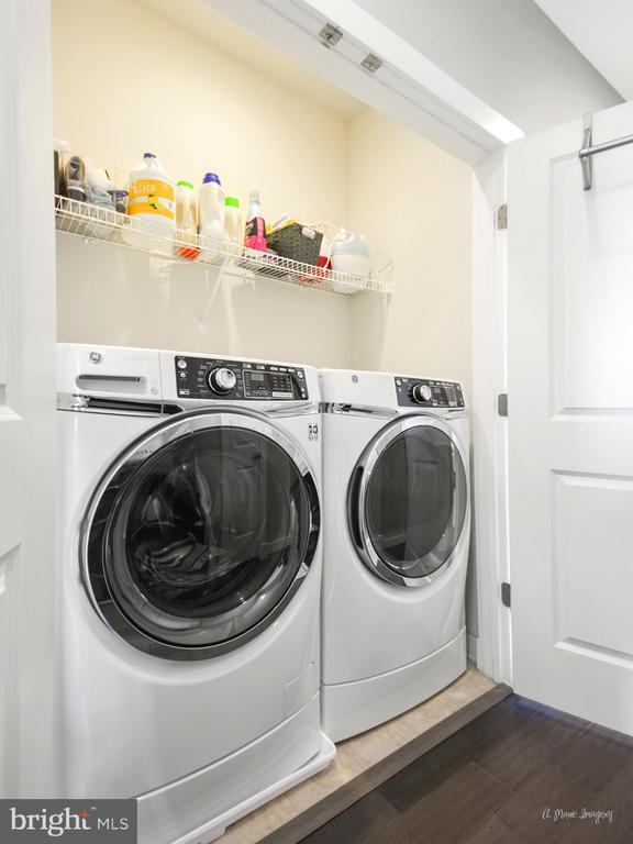 HE washer/dryer with pedestals convey! - 3239 STONE BARN DR, FREDERICK