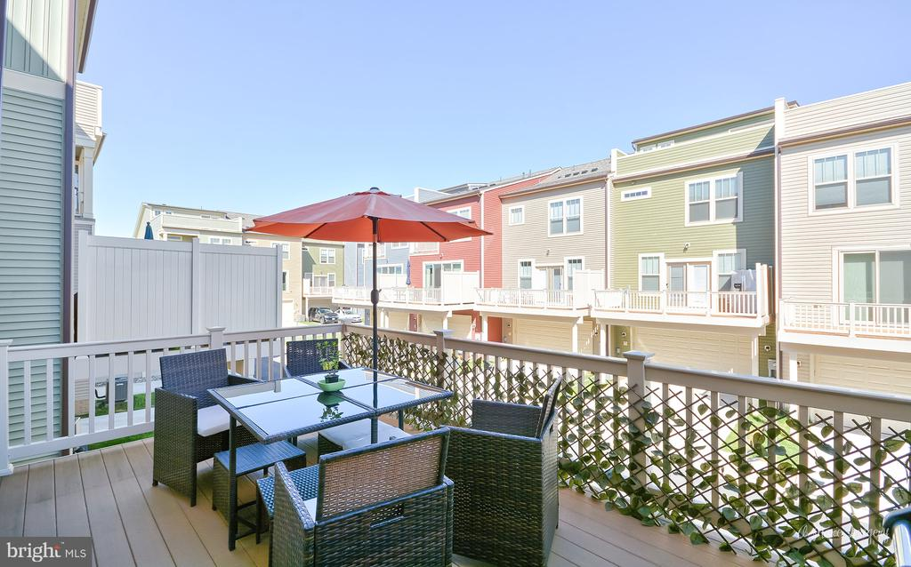 Large deck offers room for al fresco dining! - 3239 STONE BARN DR, FREDERICK