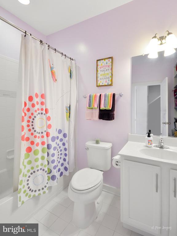 Hall bathroom - 3239 STONE BARN DR, FREDERICK