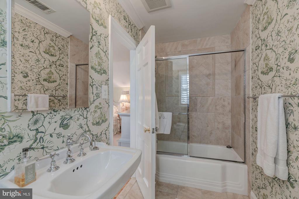 Upper Level - En-Suite Bath - 4070 52ND ST NW, WASHINGTON