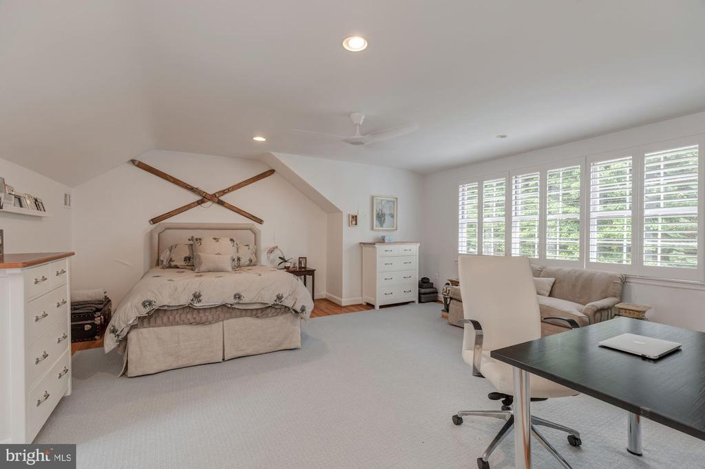 Upper Level - Bedroom 3 with En-Suite Bath - 4070 52ND ST NW, WASHINGTON