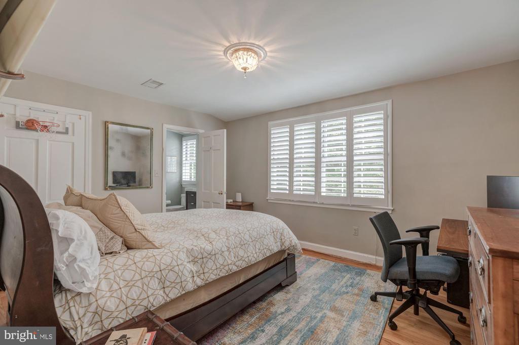 Upper Level - Bedroom 4 with En-Suite Bath - 4070 52ND ST NW, WASHINGTON