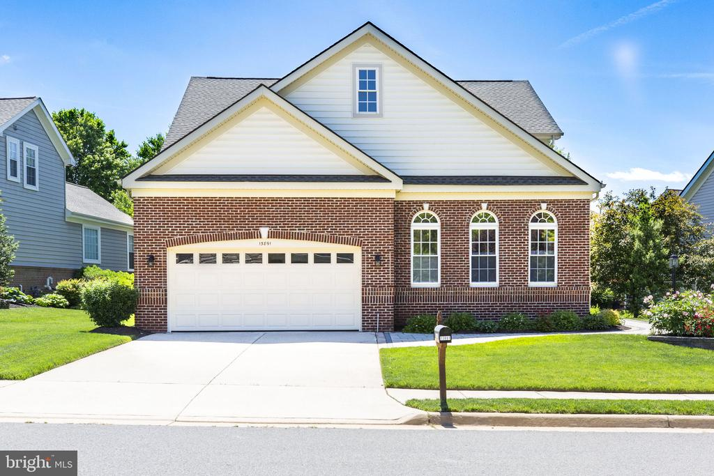 ELEGANT 3-level updated 'Yardley' - 13891 CRABTREE WAY, GAINESVILLE