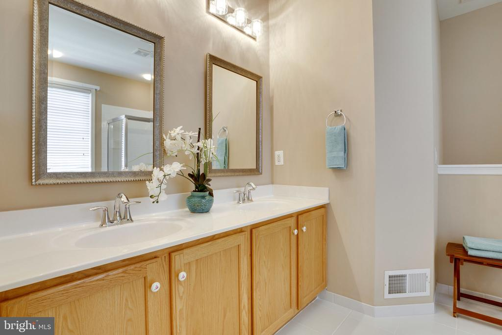 Master Bathroom with double vanity - 13891 CRABTREE WAY, GAINESVILLE