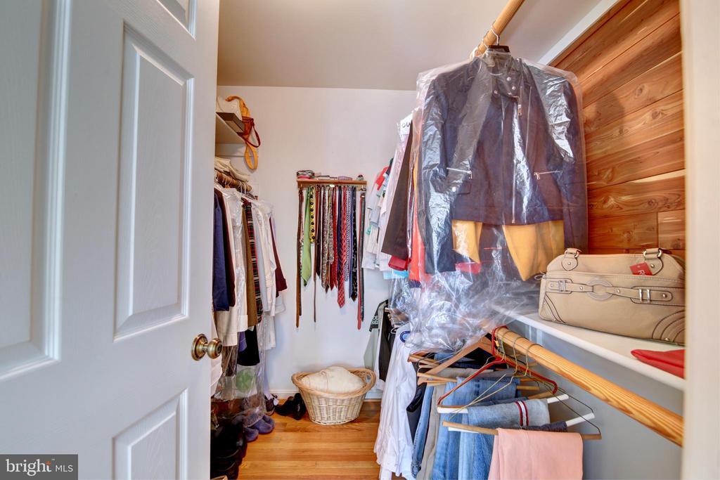 Master Walk in Closet - 12729 MYERSVILLE LN, LEESBURG