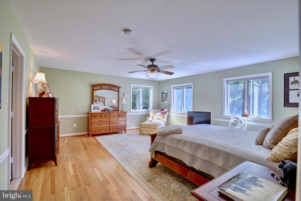 Master Bedroom with Hardwoods - 12729 MYERSVILLE LN, LEESBURG