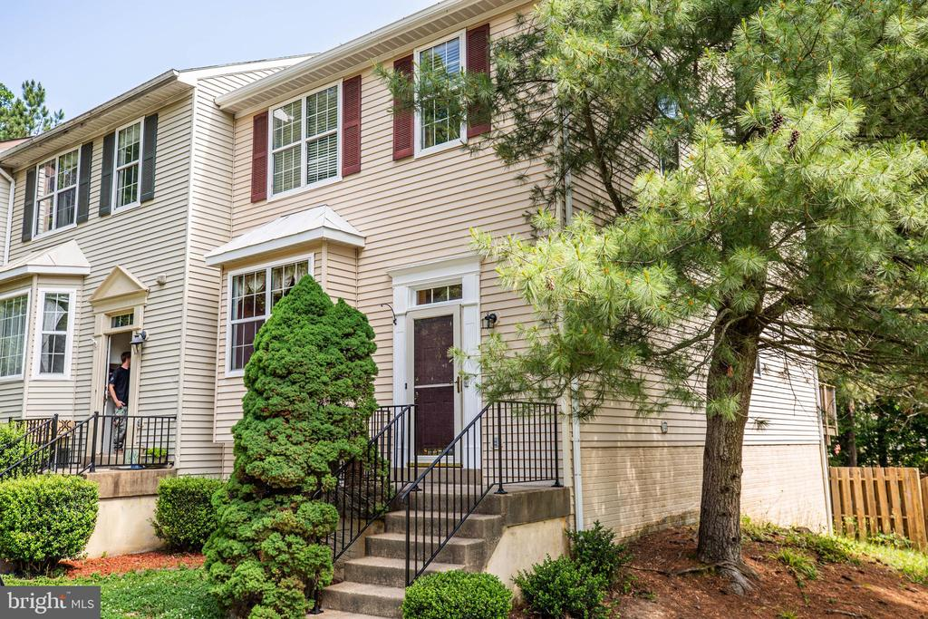 End Unit Townhome - 700 CLUB HOUSE RD, FREDERICKSBURG
