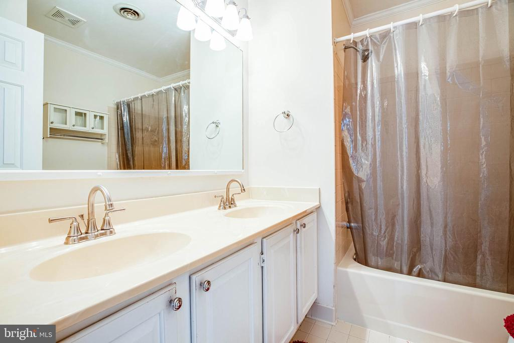 Master Bath with Dual Vanities - 700 CLUB HOUSE RD, FREDERICKSBURG