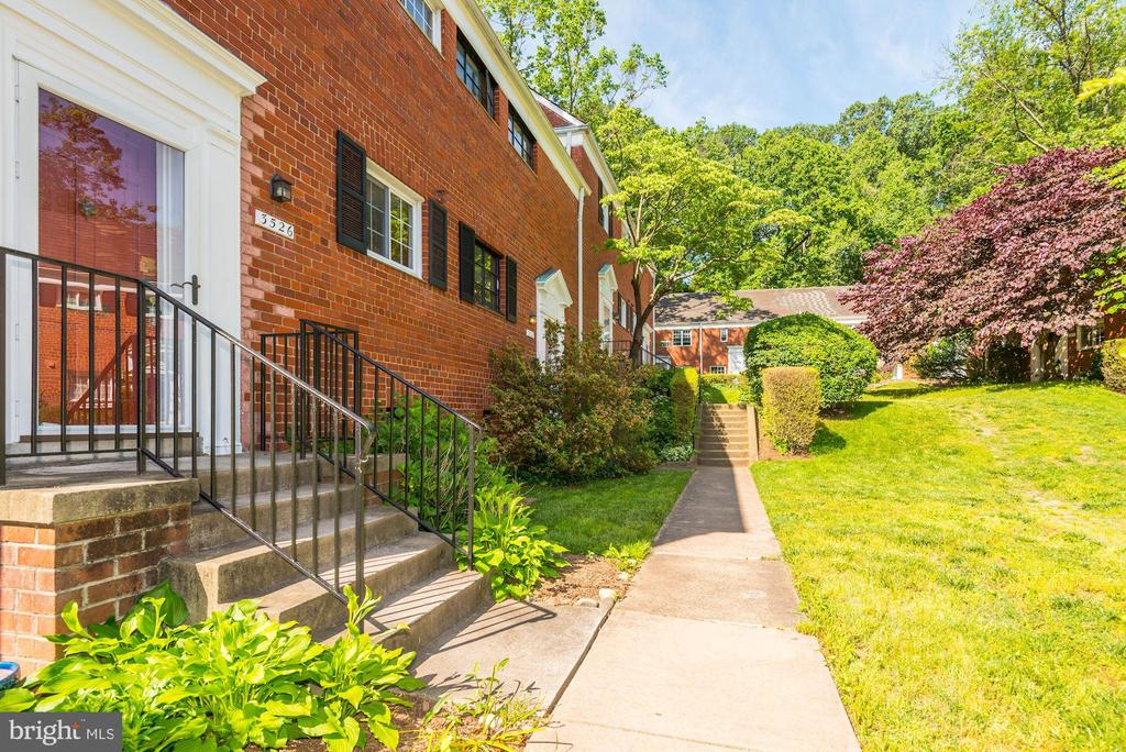 End unit - 3526 VALLEY DR, ALEXANDRIA