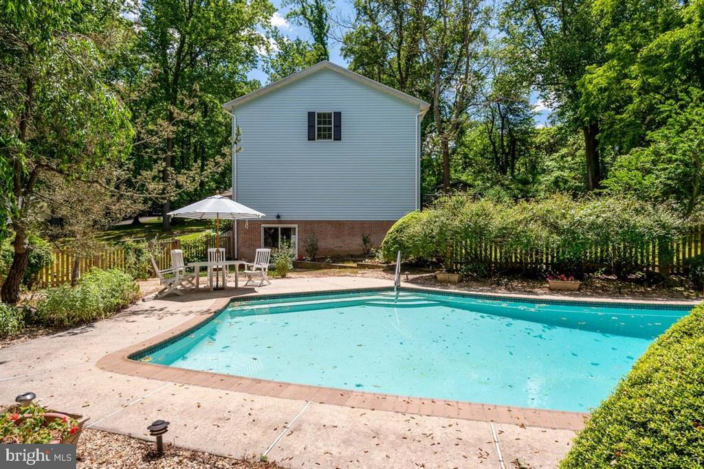 Just in Time f or Summertime Fun! - 1372 LITTLE JOYCE LN, ARNOLD